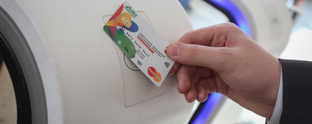 Нижнекамским школьникам раздадут электронные браслеты и банковские карты