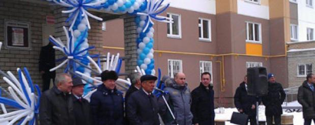 Рустам Минниханов посетил Нижнекамск и принял участие в раздаче ключей от квартир